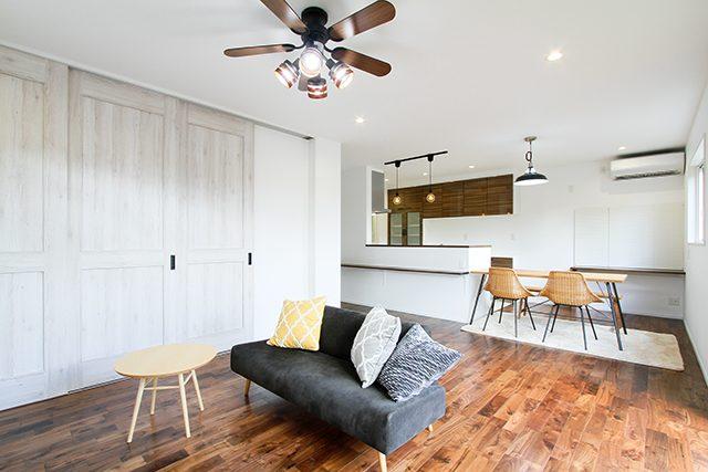 ガルバリウム外壁×無垢床のこだわりヴィンテージハウス